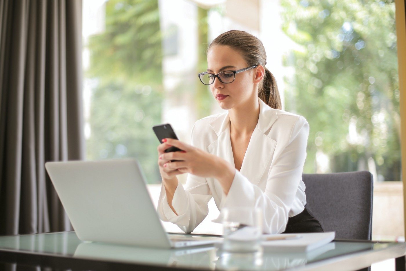 3 Things She May Be Hiding On Her Dating Profile